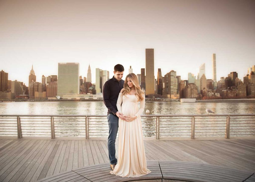 Maternity photo of a husband and wife in Long Island City, NY set near the East River.